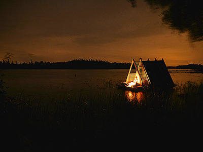 Floating Sauna on lake - p962m2157918 by Robert Schlossnickel