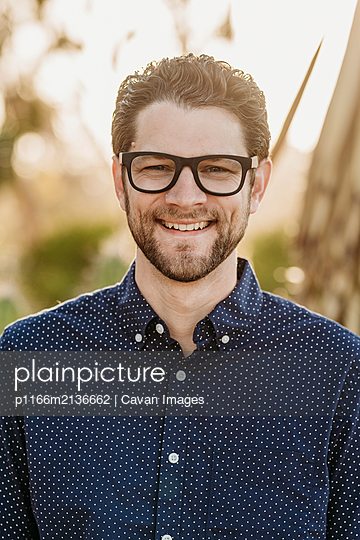Headshot portrait of mid adult male with glasses, outside - p1166m2136662 by Cavan Images