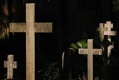 Crosses in a graveyard, Cimitero Acattolico di Roma - p1600m2175106 by Ole Spata