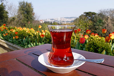 Turkey, Istanbul, Yildiz Park, Cay, Glass of Turkish tea - p300m930131f by Martin Siepmann