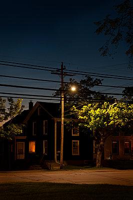 Abend in der Stadt - p470m1059352 von Ingrid Michel