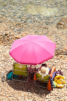 Pink parasol - p249m970438 by Ute Mans