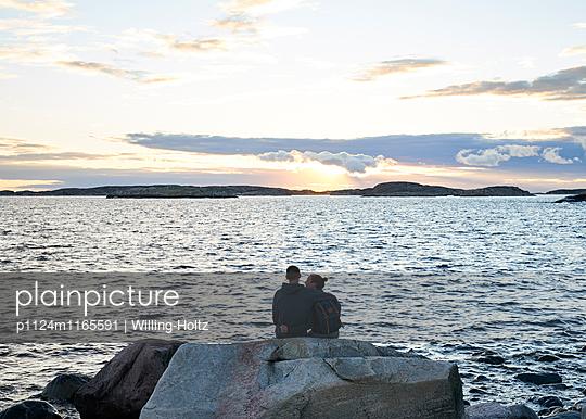 Paar am Meer - p1124m1165591 von Willing-Holtz
