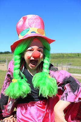 Ich bin ein buntes Clown-girl - p045m1044825 von Jasmin Sander