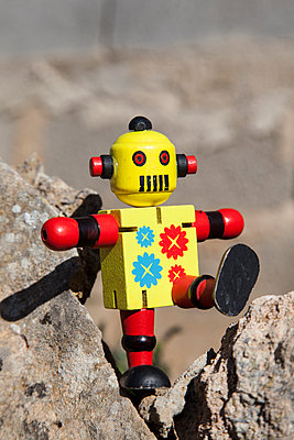 Toy robot - p1021m1537871 by MORA
