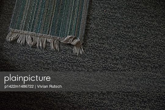 Teppich auf Linoleum  - p1422m1486722 von Vivian Rutsch