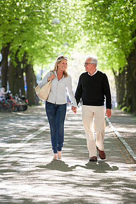Mature couple walking in park - p312m1470240 by Lena Oritsland