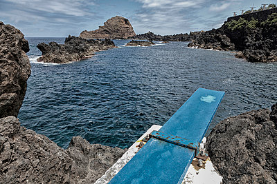 Swimming pool - p631m912995 by Franck Beloncle