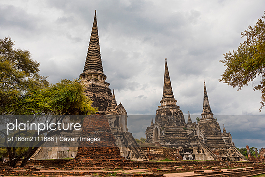 Ayutthaya, the ancient city. Bangkok, Thailand - p1166m2111886 by Cavan Images