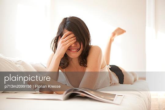 Sinnliche Frau - p713m2099158 von Florian Kresse