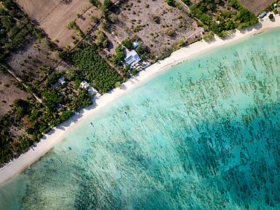 Indonesia, Sumbawa, West Sumbawa, Aerial view of Jelengah beach - p300m2059300 by Konstantin Trubavin