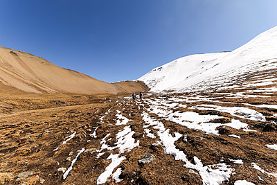 two runners in Bhutan's high alpine  - p343m1218127 by Suzanne Stroeer