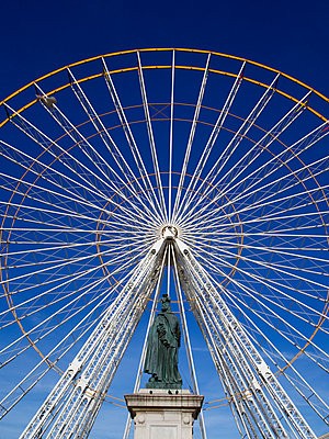 The ferris wheel.  - p813m956632 by B.Jaubert