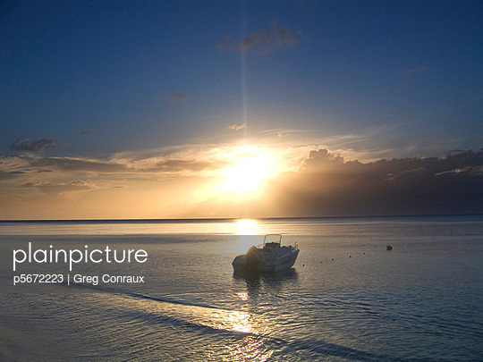 Boot an der Küste - p5672223 von Greg Conraux