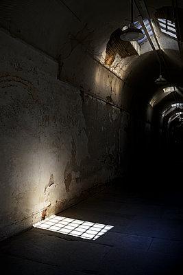 Gefängnisgang - p1280m1094214 von Dave Wall