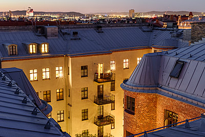 Illuminated block of flats - p312m1211305 by Stefan Isaksson