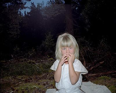 Little girl - p945m965627 by aurelia frey