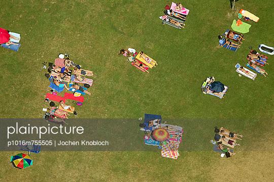 Sonnenbaden - p1016m755505 von Jochen Knobloch