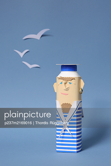 Sailor crafted from tetra pak - p237m2169016 by Thordis Rüggeberg