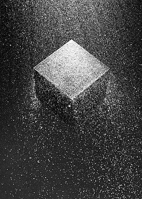 A cube among fine waterdrops, CGI - p1652m2230664 by Callum Ollason