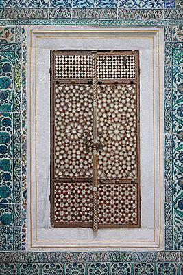 Fensterladen im Topkapi-Palast - p798m851793 von Florian Loebermann