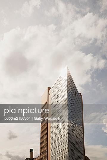 Germany, Berlin, Potsdamer Platz, Skyscrapers against sky - p300m2156304 by Gaby Wojciech