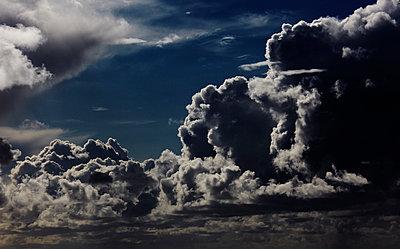 Wolken - p415m952969 von Tanja Luther