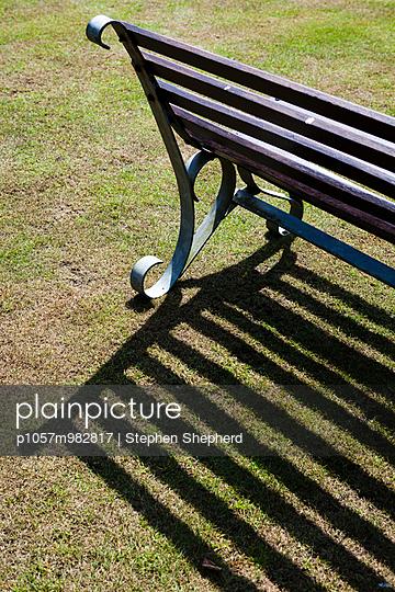 Parkbank - p1057m982817 von Stephen Shepherd