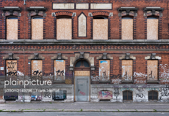 Unrestored dilapidated old building facade - p390m2149796 by Frank Herfort