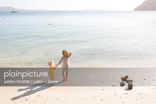 Beach holiday - p454m1516036 by Lubitz + Dorner