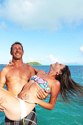 Paar am Strand - p045m709679 von Jasmin Sander
