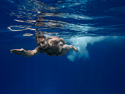 Underwater Images of Male shot in the Ocean - p343m1166967 by Maya De Almeida Araujo