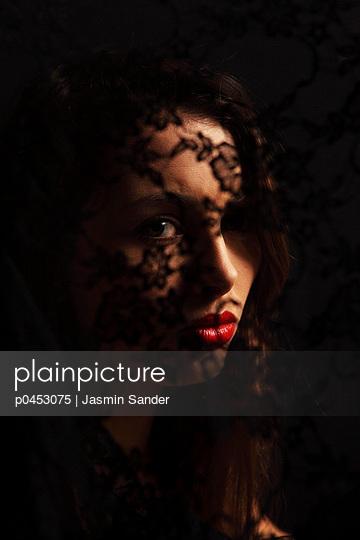 Sad - p0453075 by Jasmin Sander
