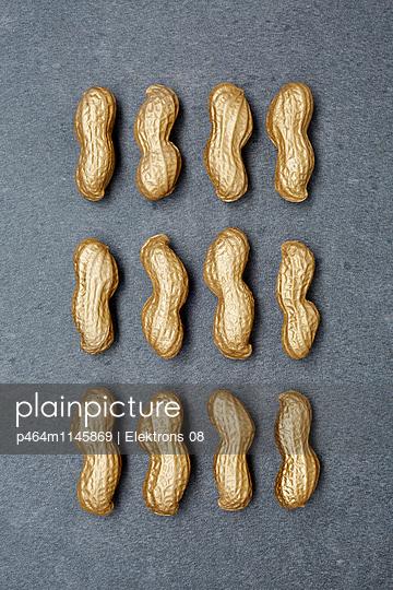 goldene Erdnüsse - p464m1145869 von Elektrons 08