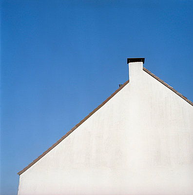 Hauswand und Schornstein - p4470324 von Anja Lubitz