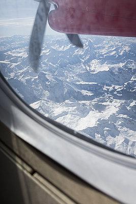 Flug über die Schweizer Alpen - p930m1221992 von Phillip Gätz