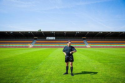Referee checks his watch, Friedrich-Ludwig-Jahn-Sportpark - p1093m2193627 by Sven Hagolani
