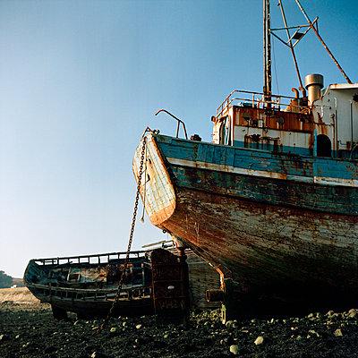Camaret-sur-Mer, Wrecks - p1214m1017163 by Janusz Beck