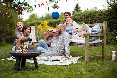 Entspannung im Garten - p788m1165285 von Lisa Krechting