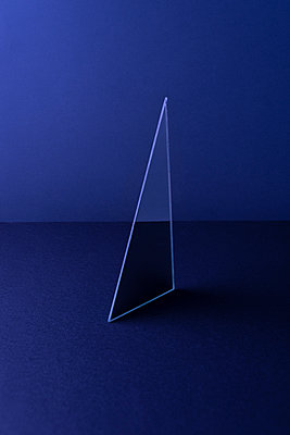 Triangle shaped mirror on dark blue ground, 3D Rendering - p300m2028914 by Dreava Bogdan