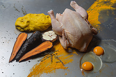 High angle view of ingredients with raw chicken meat on table - p301m1180586 by Vladimir Godnik