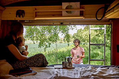 Family holiday in the mobile home with espresso in the morning  - p1146m2196070 by Stephanie Uhlenbrock