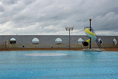 Schwimmbad in Trouville - p1189m1219034 von Adnan Arnaout