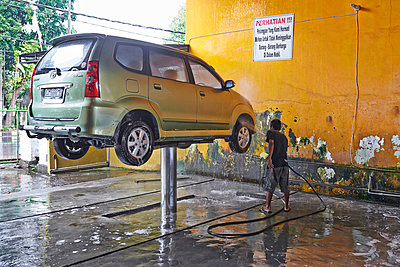 Car wash - p390m958951 by Frank Herfort