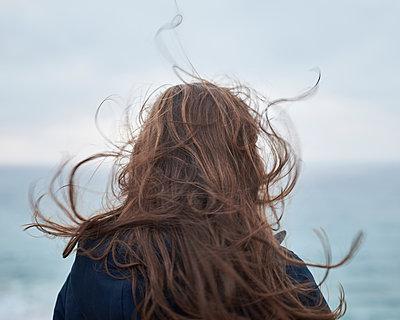 Haare im Wind - p1124m1112592 von Willing-Holtz