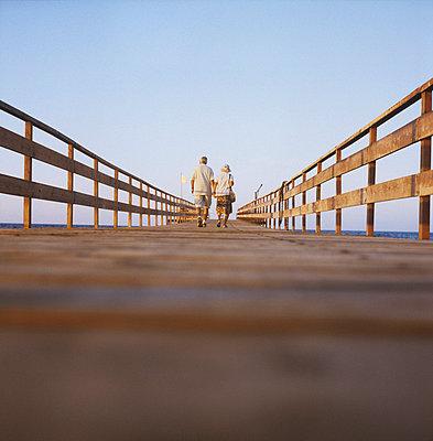 Elderly couple on holidays - p7090024 by Axel Kohlhase