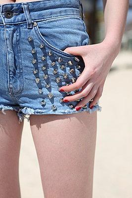 Girl in Hotpants - p045m925303 by Jasmin Sander