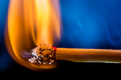 Burning matchstick, macro - p300m2058825 by Epiximages