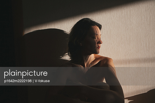 Bare-chested woman in semi-shade - p1642m2222198 by V-fokuse