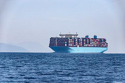 Container ship, Strait of Gibraltar, Tarifa, Spain - p300m2140807 von Sebastian Kanzler